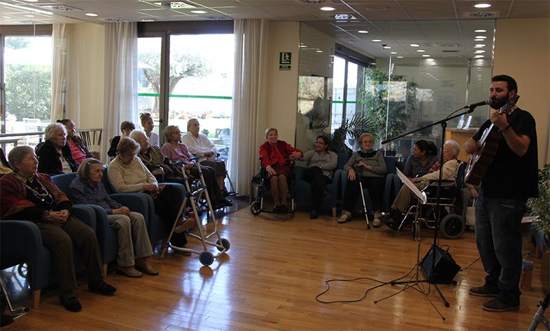 Beneficis de la musicoteràpia a les residències per a gent gran