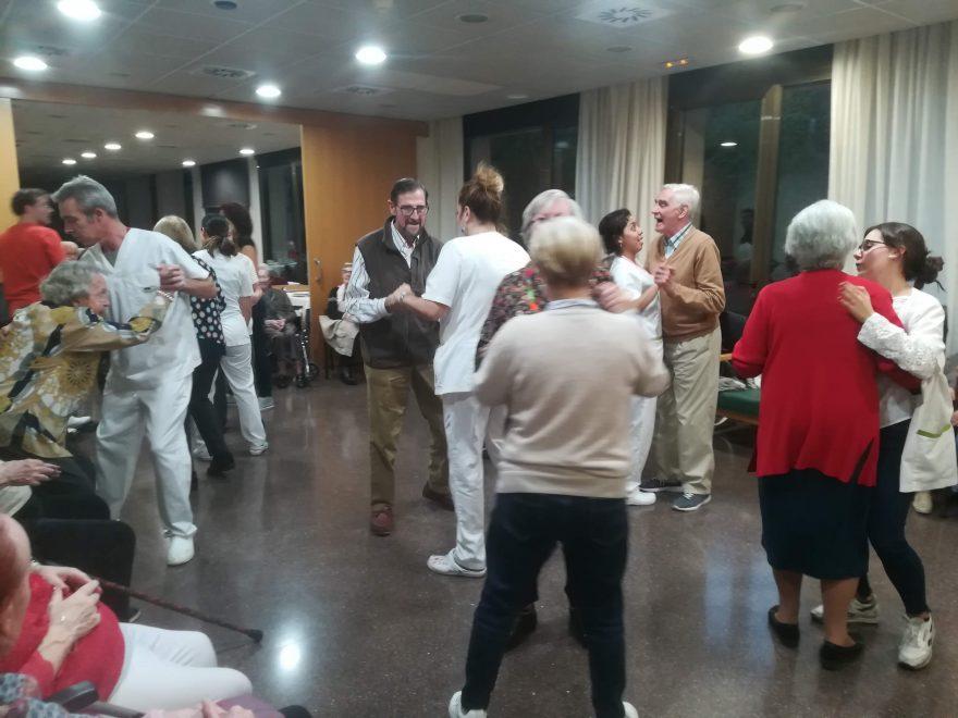 beneficis del ball per a la gent gran
